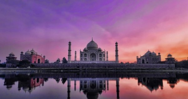 Taj Mahal Tour by Gatimaan Express Train from Delhi