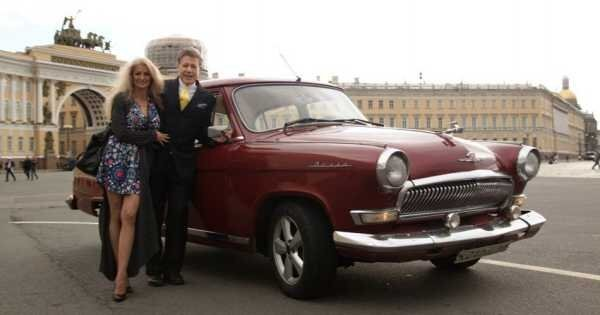 Private 3 Hour Photo Shoot Tour in Authentic Soviet Volga Vehicle